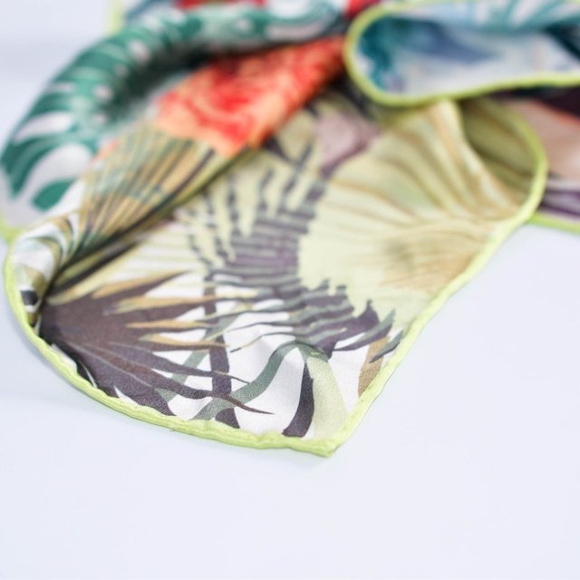 FLORES & HOJAS - VALISSE · 100% SILK SCARVES · A PIECE OF ART ·