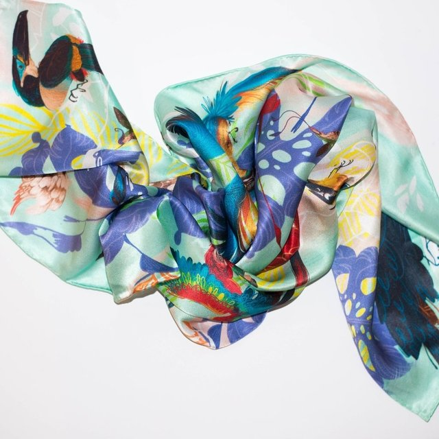 VUELO DE AVES - VALISSE · 100% SILK SCARVES · A PIECE OF ART ·
