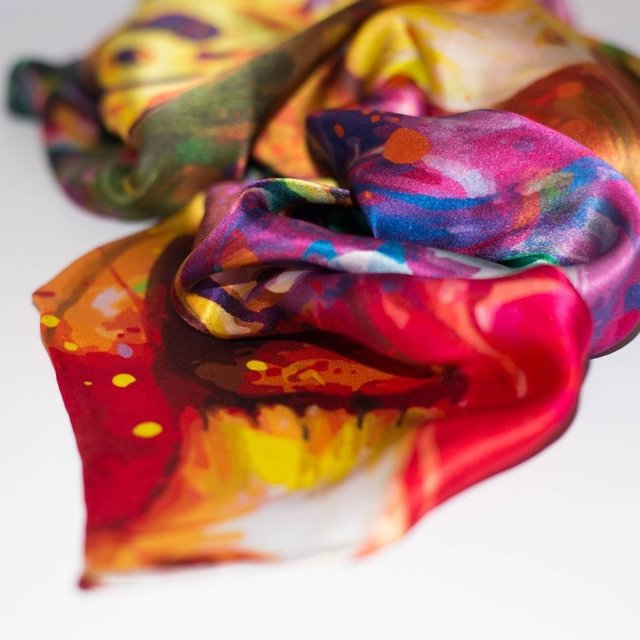 SECRETOS ESCONDIDOS - VALISSE · 100% SILK SCARVES · A PIECE OF ART ·