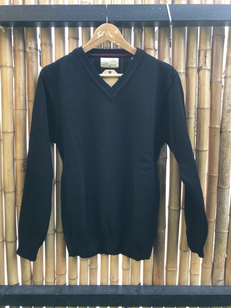 Sweater cuello v negro