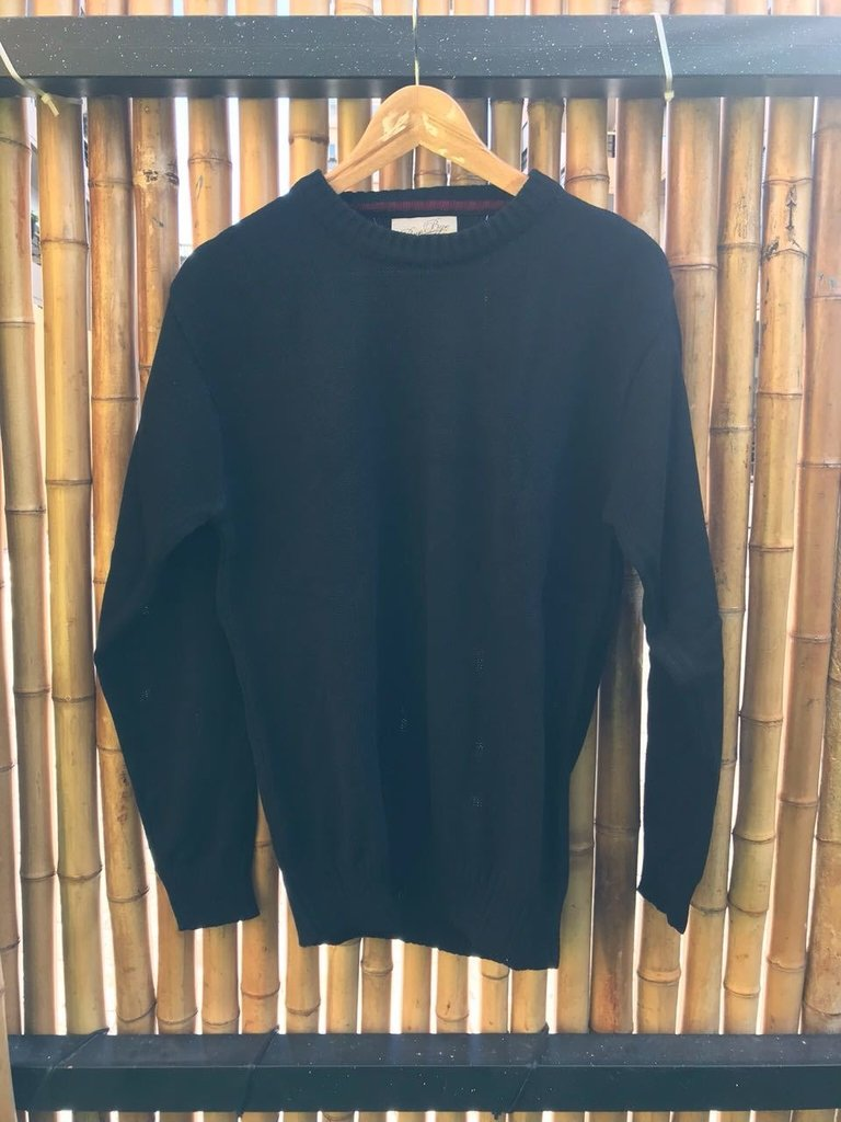 Sweater cuello redondo negro