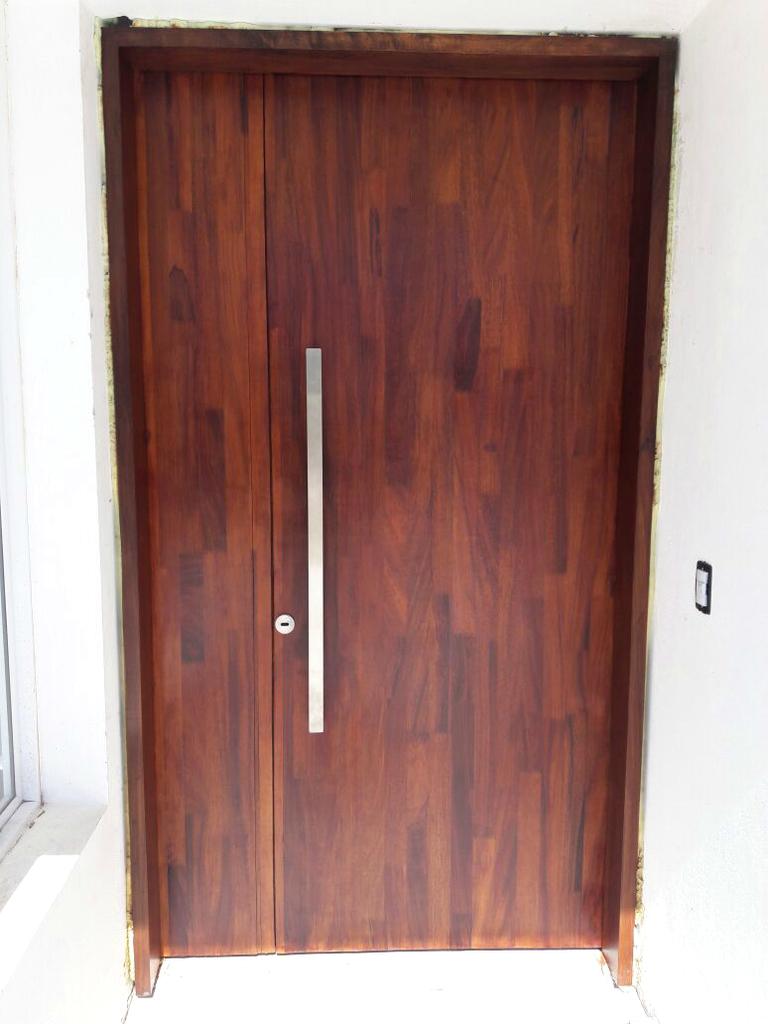 Puerta de ingreso en madera maciza timb for Puertas ingreso madera