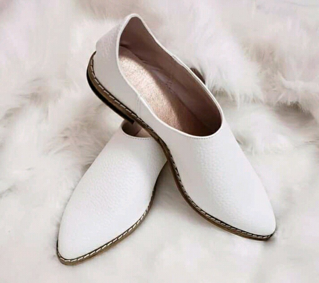 SLIPPERS Flats White
