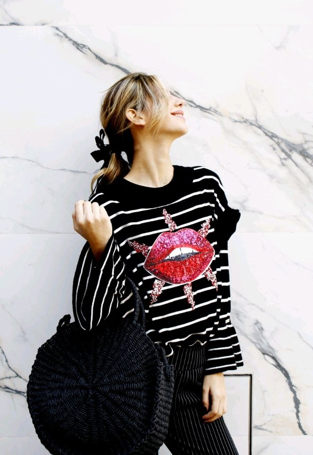 SWEATER KISS (BLACK)