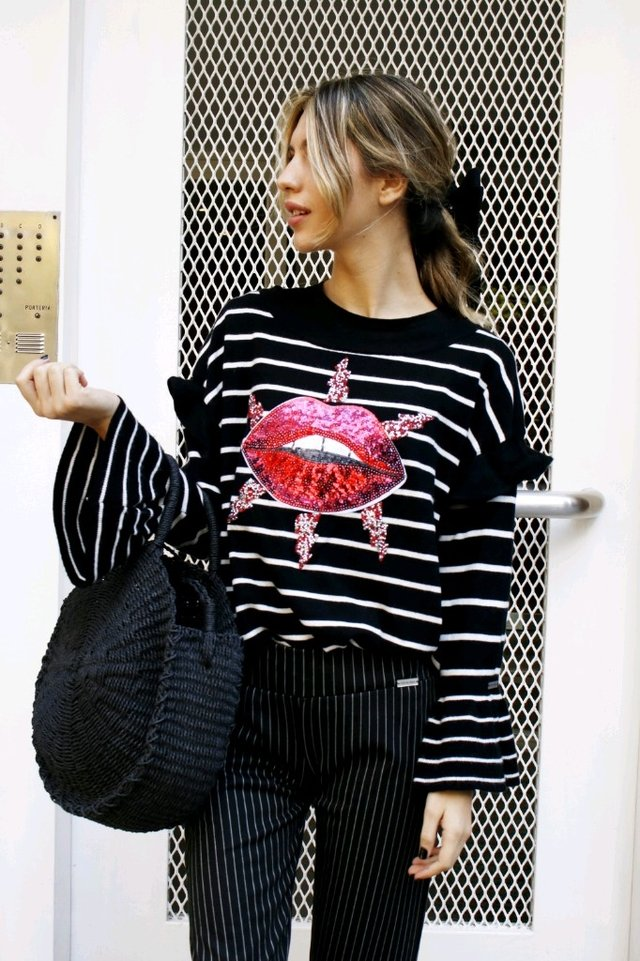 SWEATER KISS (BLACK) - CHELALORAA