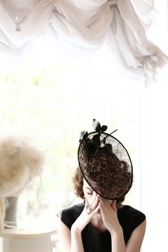 Fascinator Miss Deby - comprar online