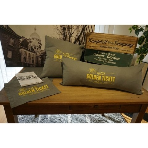ALMOHADON GOLDEN TICKET 70X30 en internet