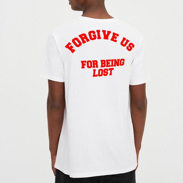 Remera Forgive us en internet
