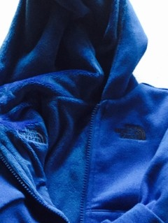 BUZO CON CAPUCHA REVERSIBLE THE NORTH FACE - comprar online