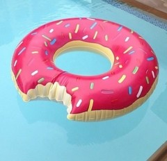 INFLABLE DONUT FUCSIA