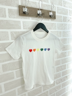 REMERA LOVE IS LOVE