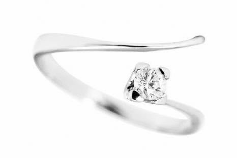 Solitario  en Oro blanco de 18 Kilates con Diamante de 0.20 ct