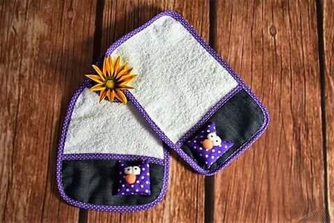 Set babero y babita de toalla doble felpa con aplique y jean