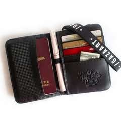 "Ryo Passport Holder ""Rainbow Balm"" en internet"