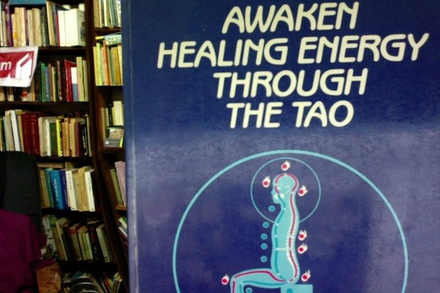 Awaken Healing energy Through the tao - Mantak Chia
