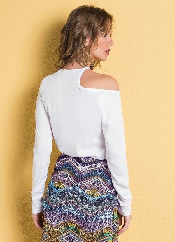 06a70c169 Blusa Branca com Recorte Assimétrico - Zuppo'Store