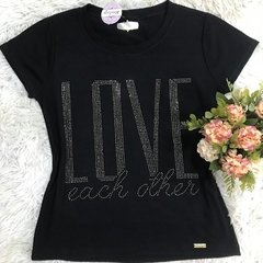 T-shirt gola careca manga curta LOVE EACH OTHER