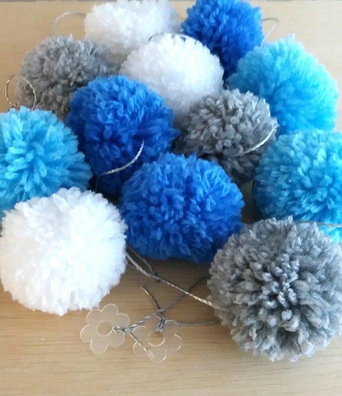 836f1803223d5 Cordão de Pompons de lã