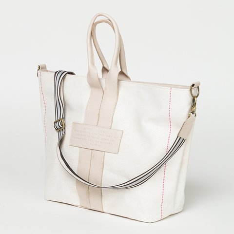 Maxi Cartera (tote) on internet