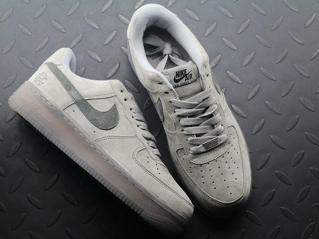 Nike Air Force 1 x Reigning Champ na internet