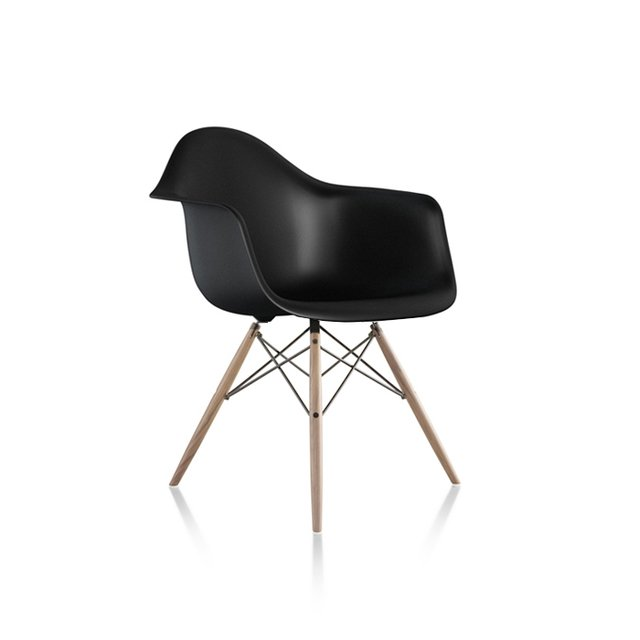 EAMES SILLON BASE MADERA en internet