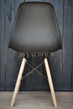 SILLA EAMES COLOR NEGRO en internet