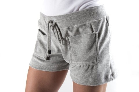 shorts plush cinza