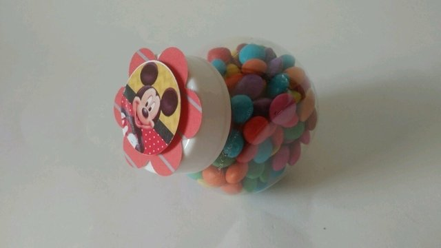 Imagem do Mini baleiro Mickey ou Minnie com confeitos de chocolate
