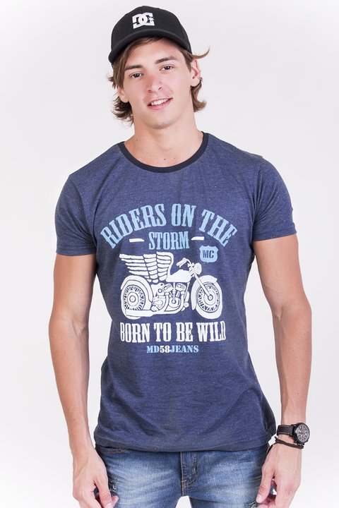 REMERA CUELLO/O RIDERS ON THE STORM BUTONEE