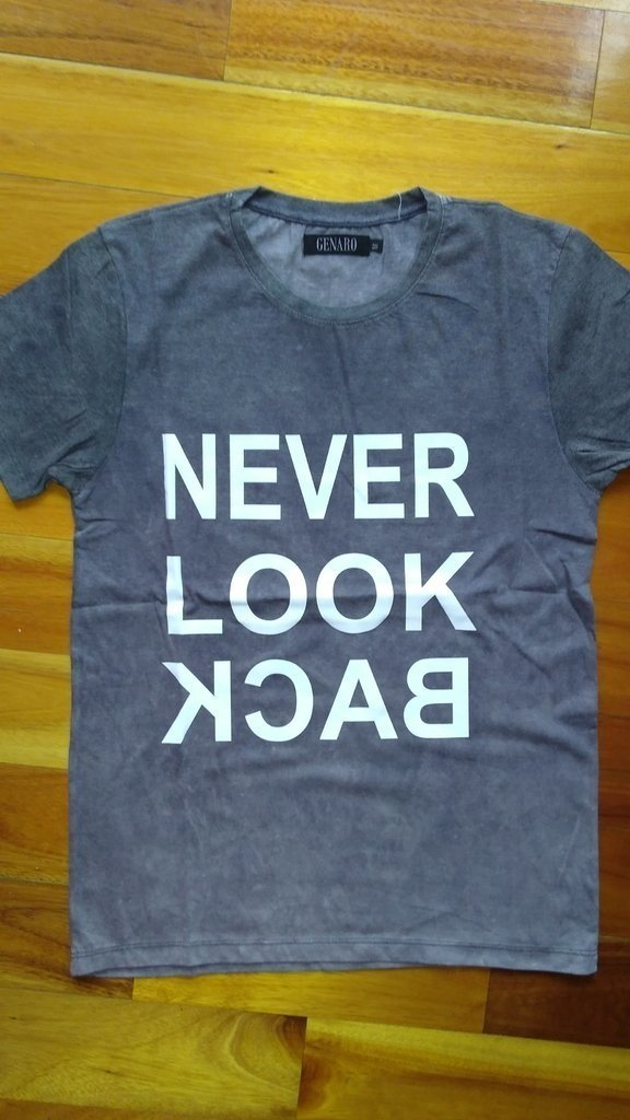 Remera Genaro Never Look Back - comprar online