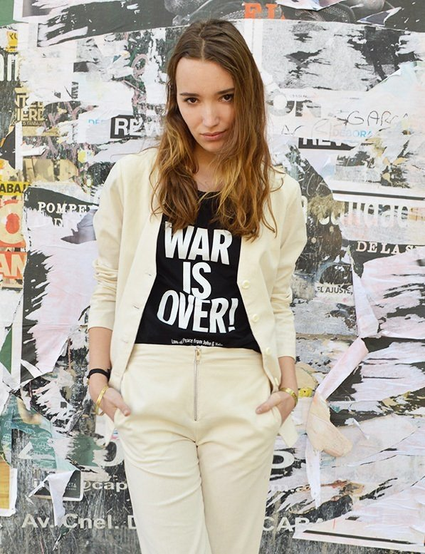 Remera punk War is Over negra