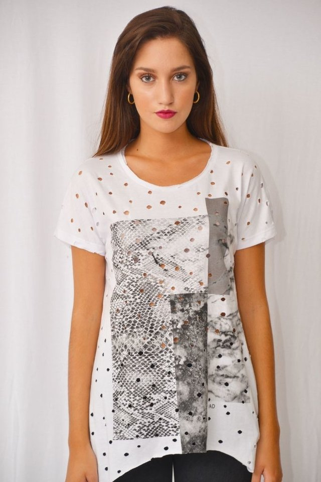 Remera agujereada Art I17M156