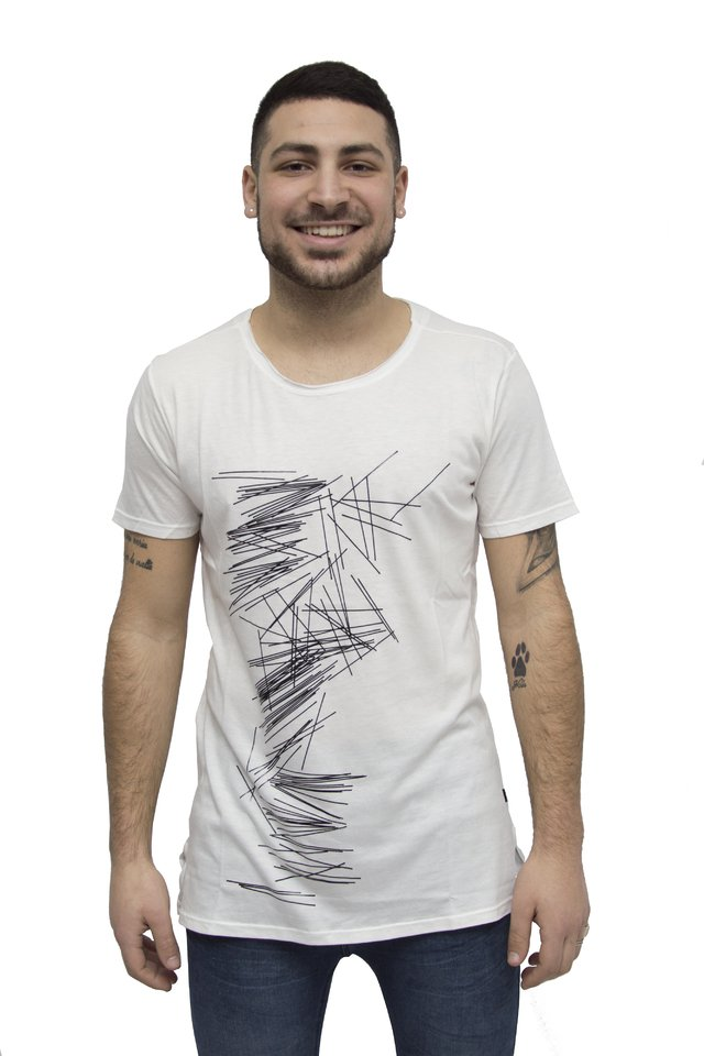Remera estampada Art V181072 - comprar online