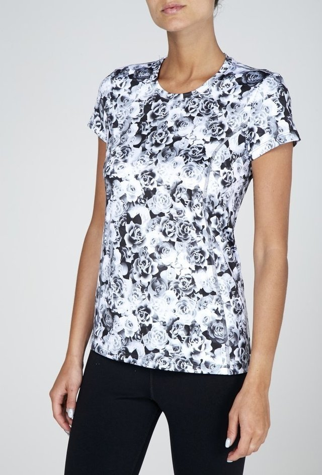 Remera Sublimada Flores en internet