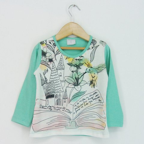 Remera Small nena Dentro Libro