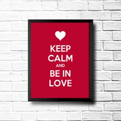 PLACA KEEP CALM AND BE IN LOVE na internet