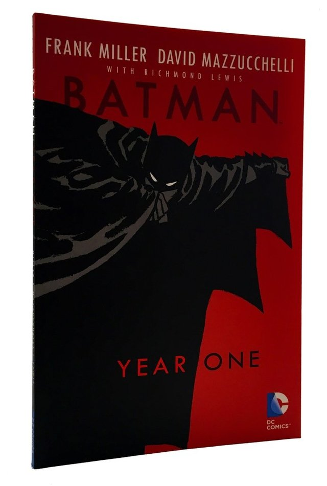 BATMAN YEAR ONE - Frank Miller y David Mazzucchelli