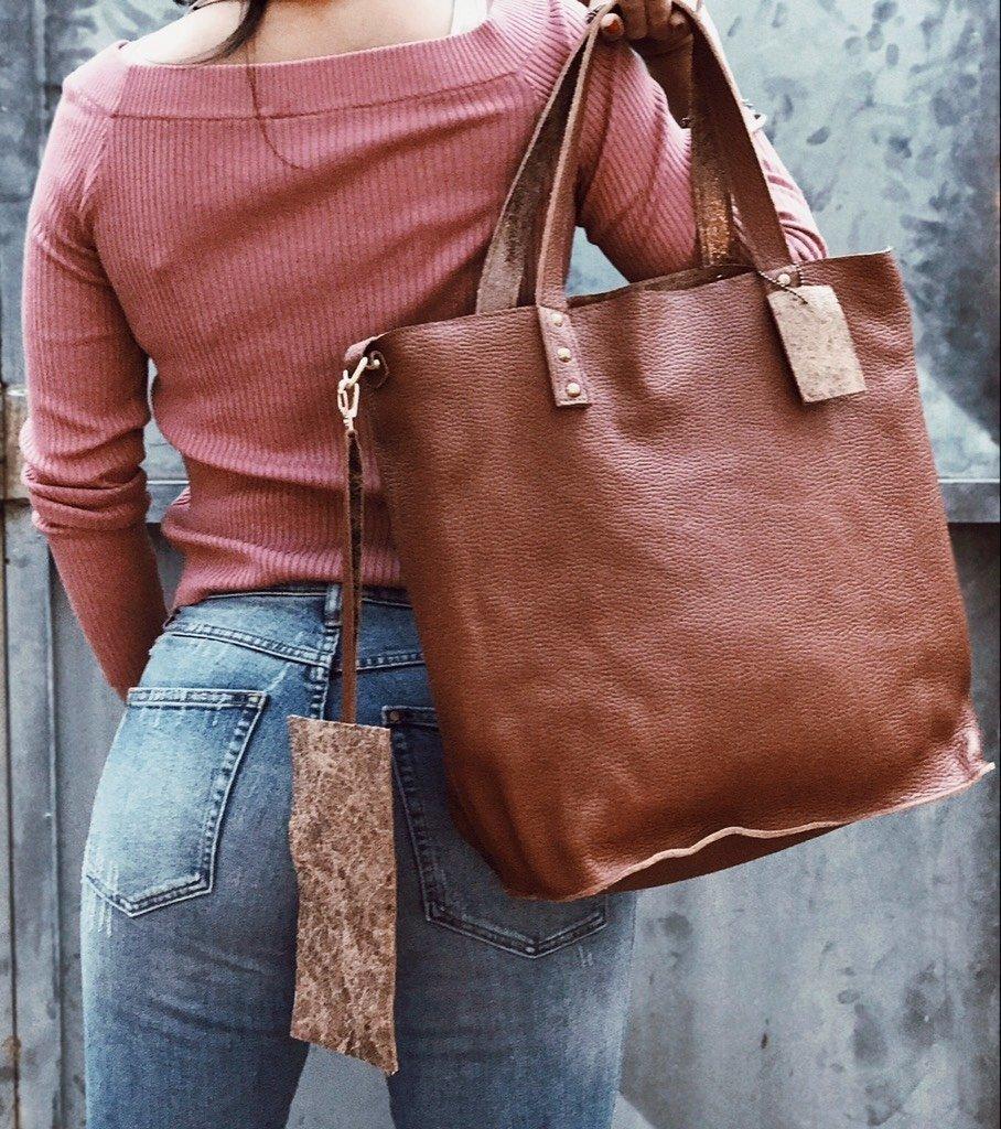 823a0fd75 Cartera tipo Shopping Bag cuero cien por ciento vacuno reversible