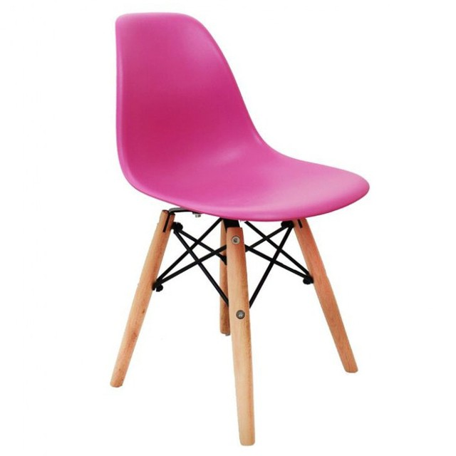 cadeira-eames-junior-pink-com-base-de-madeira-natural