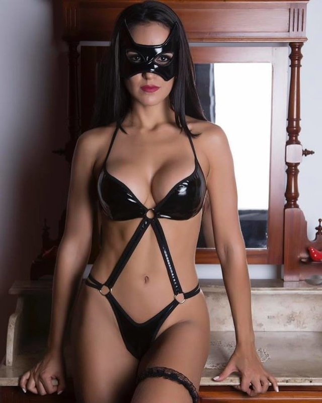 body dominatrix