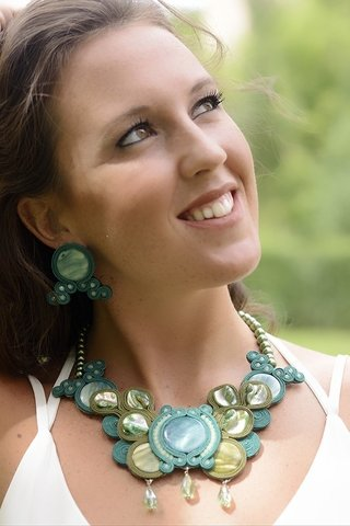 Collar Soutache verde en internet