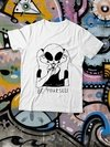 REMERA BE YOURSELF ALIEN