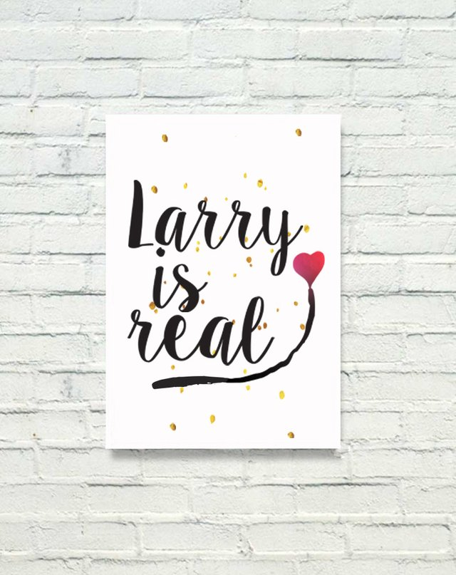 PLACA DECORATIVA - LARRY IS REAL - comprar online