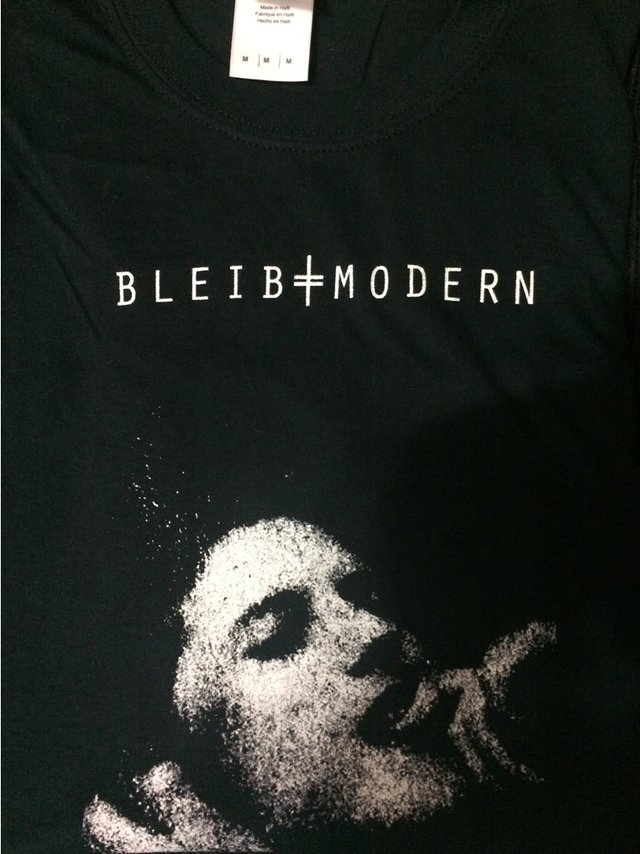 BLEIB MODERN - OFFICIAL T-SHIRT