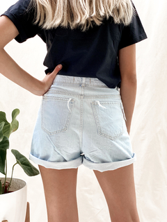 SHORT MOM CLARO CON ROTURA - CHENZI