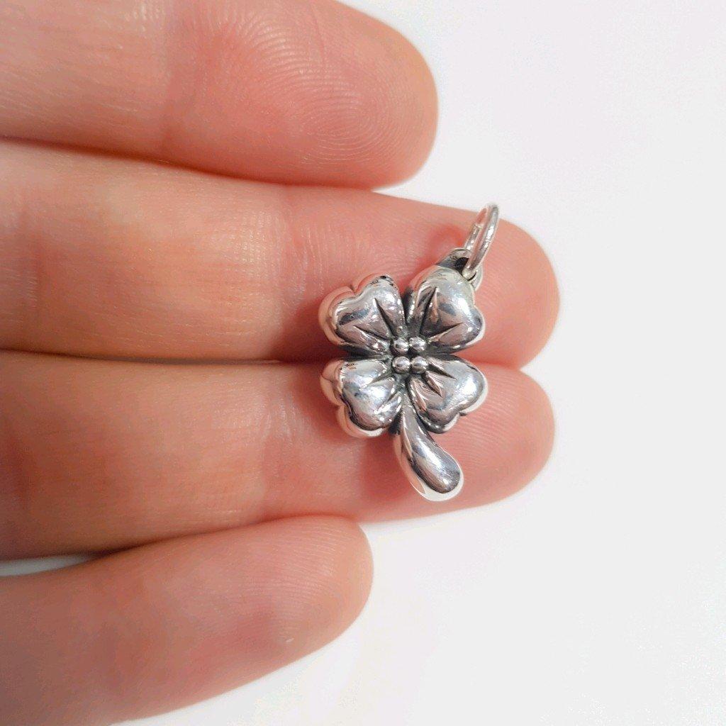 Dije flor de plata inflada 925