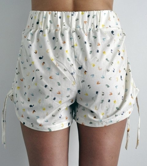short ajustable en el costado
