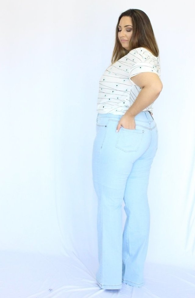 Calça Jeans Flare Light Blue Plus Size