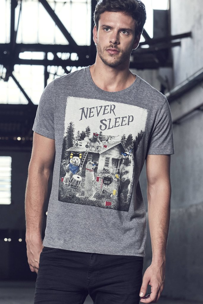 Camiseta Never Sleep