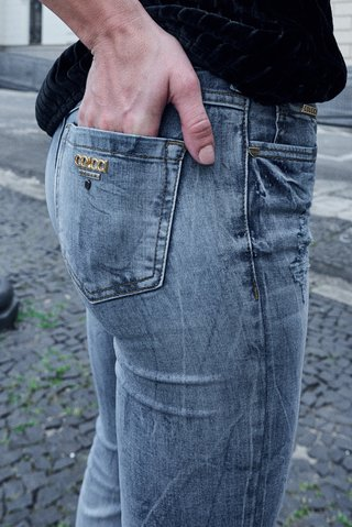 Calca Jeans Boot cut Rasgada na internet